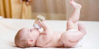Jak wybrać odpowiednią wodę dla małego dziecka?