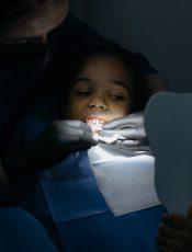 Co dokładnie wpływa na estetykę zębów. Przekonaj się sam